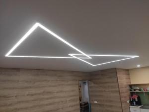 Lubos su LED apšvietimu